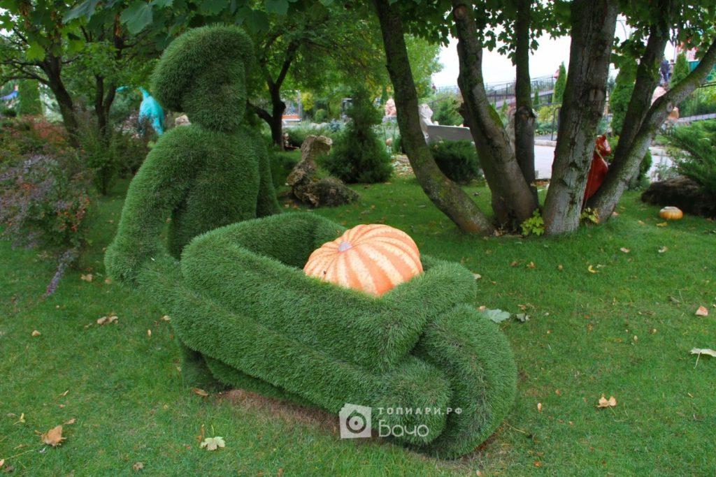 Садовая фигура Человек с телегой