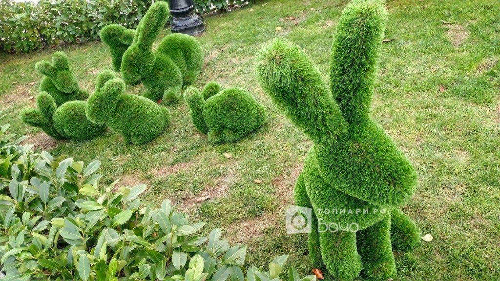 Садовая фигура крольчонок