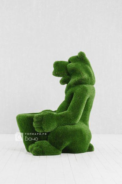 Топиарная фигура Медведь с корзиной 3