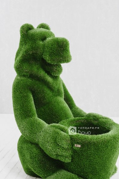Топиарная фигура Медведь с корзиной 7