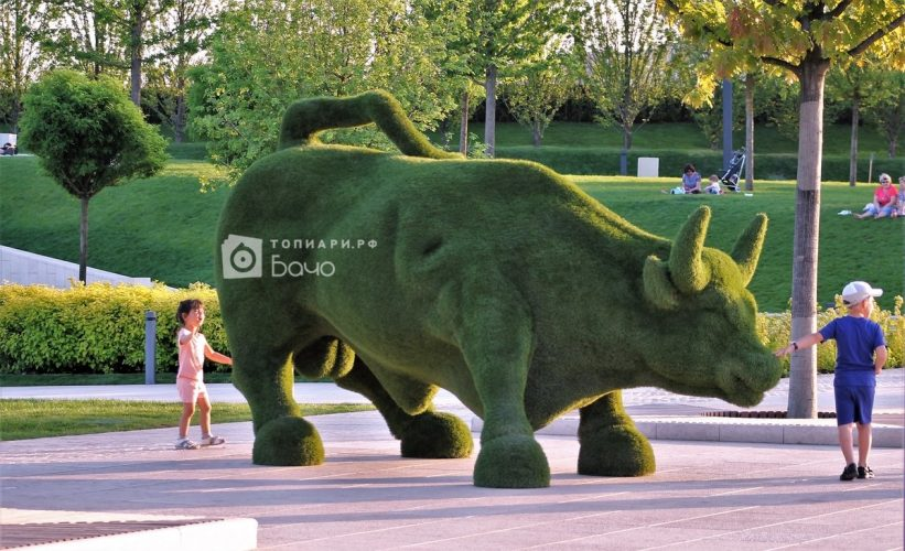 ландшафтная фигура бык